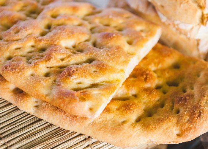 Focaccia - frisch aus dem Ofen zu Sommersalaten oder Gegrilltem / Rezepte / Rauchmühle / Rauchmehl